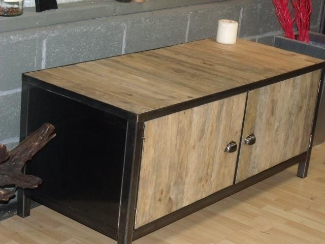 Les palettes deviennent tendance agence briques en stock for Fabrication de meuble avec des palettes