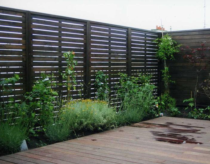 Comment cl turer son jardin agence briques en stock for Agence bois exterieur