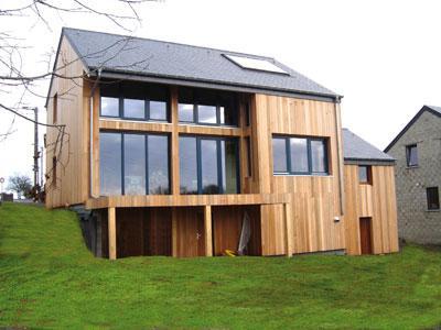Maison bbc ossature bois vid o d 39 une construction for Maison tres basse consommation