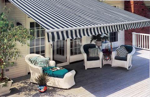 comment installer un store banne agence briques en stock. Black Bedroom Furniture Sets. Home Design Ideas